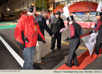 photo essay a day in the life of a macy s parade ing band macy s executive producer wesley whatley and dobyns bennett director lafe cook give the banner carriers